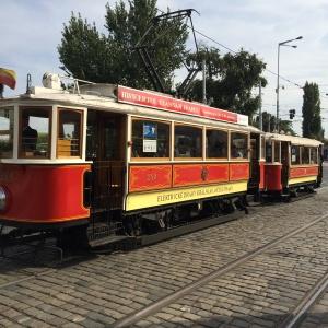 Eine historische Prager Straßenbahn