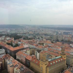 Leider war es an dem Tag, an dem wir den Fernsehturm besuchten etwas diesig :-( . Trotzdem kann man erahnen wie weitläufig die Stadt ist.